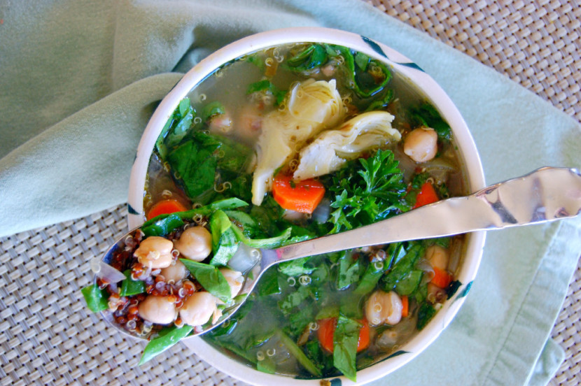 Mediterranean-Quinoa-Soup-with-Spinach-and-Marinated-Artichokes-Uproot-from-Oregon-1024x681