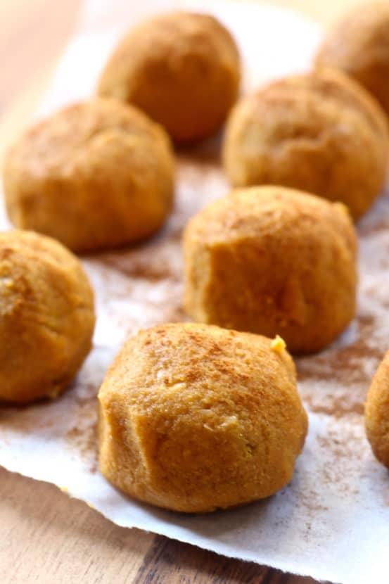 HCLF Vegan Pumpkin Spice Balls | Healthy Helper @Healthy_Helper