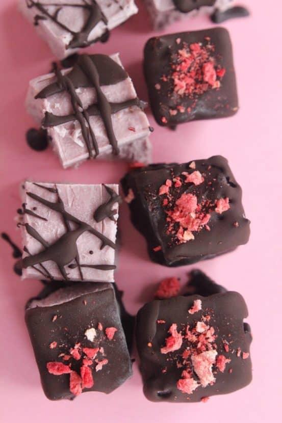 Chocolate Covered Strawberry Cheesecake Bites | Healthy Helper @Healthy_Helper