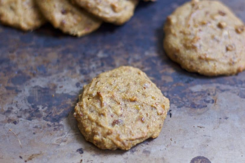 3 Ingredient Peanut Butter Cookie Treats for Dogs & People   Healthy Helper @Healthy_Helper Treat your pup (and yourself!) to these soft-baked Peanut Butter Cookie treats!Only 3 whole food ingredients, these cookies are vegan, gluten-free, and sweetened with dates. Sweet, delicious, and FULL of peanut butter flavor.