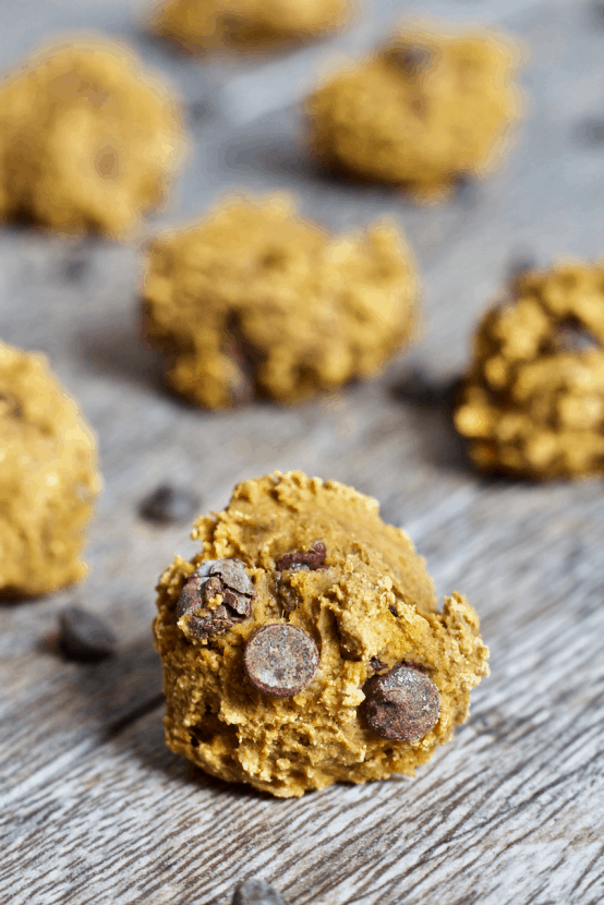16 Healthy Snacks for Eating On the Go | Healthy Helper @Healthy_Helper Whether you're back to school or dealing with busy work days, snacking on the go can be hard! This roundup of 16 Healthy Snacks will keep you fueled up and energized for your whole day. Lots of options no matter what you're cravings call for!